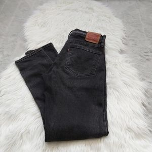 Levis red tab Boyfriend skinny fit Black wash